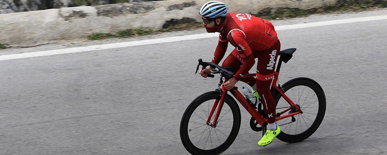 Sören auf dem Rennrad während der Abfahrt nach Sa calobra auf Mallorca