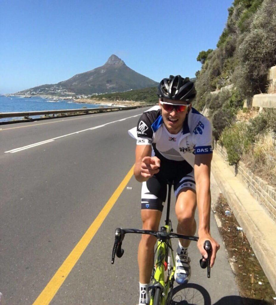 Alexander Siegmund trainiert auf dem Rennrad in Südafrika